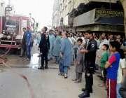 حیدر آباد: مارکیٹ کے علاقے میں فلیٹس میں لگی آگ کو ریسکیو عملہ بجھانے ..