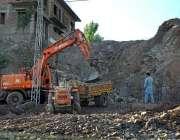 اسلام آباد: مزدور مری ایکسپریس وے پر ترقیاتی کام میں مصروف ہیں۔