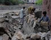 اسلام آباد: مزدور سگنل فری ایکسپریس وے کے تعمیراتی کا م میں مصروف ہیں۔
