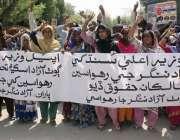 حیدر آباد: گوٹھ آزاد نگر کے رہائشی اپنے مطالبات کے سلسلے میں احتجاج ..