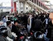 راولپنڈی: مختلف علاقوں کے رہائشی مری روڈ پر گیس بندش کے خلاف احتجاجی ..