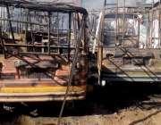 راولپنڈی: ڈھوک حسو کے علاقہ میں کار پارکنگ میں لگنے والی آگ کے بعد جلی ..