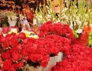 اسلام آباد: وفاقی دارالحکومت میں ایک خاتون فلاور شاپ سے پھولوں کا گلدستہ ..