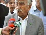 اسلام آباد: وفاقی وزیر ماحولیات محمد یوسف شیخ میڈیا سے گفتگو کر رہے ..