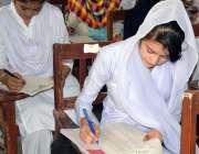 حیدر آباد: گورنمنٹ گرلز ڈگری کالج لطیف آباد میں طالبات جوابی پرچہ حل ..