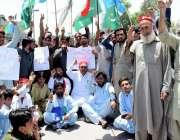 پشاور: مہمند سیاسی اتحاد کے زیر اتہم مظاہرین ڈی سی مہمند کے خلاف الیکشن ..