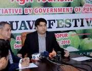 لاہور: صوبائی وزیر سیاحت راجہ یاسر ہمایوں سرفراز شرقپور میں امرودوں ..