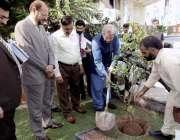 اسلام آباد: وفاقی وزیر تعلیم شفقت محمود این بی ایف بک پارک میں یادگاری ..