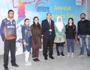 لاہور: ڈیسکون کے زیر اہتمام منعقدہ سپورٹس گالا میں شریک خواتین کھلاریوں ..