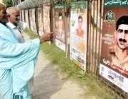 لاہور: بزرگ شہری یوم دفاع کے سلسلہ میں الحمراء آرٹ کونسل کے باہر لگے ..