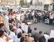 لاہور: جوائنٹ ایکشن کمیٹی کے زیر اہتمام صحافی اپنے مطالبات کے حق میں ..