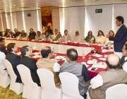 لاہور: پاکستان تحریک انصاف کے چیئرمین عمران خان مقامی ہوٹل میں پنجاب ..