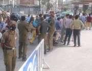 لاہور: پروفیسر لیکچرار ایسوسی ایشن کے سول سیکرٹریٹ کے سامنے دھرنے کے ..