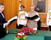 اسلام آباد: صدر مملکت ڈاکٹر عارف علوی،چیئرمین فیڈرل پبلک سروس کمیشن ..