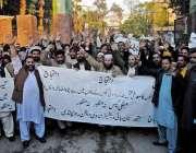 راولپنڈی: نان بائی ایسوسی ایشن کے کارکنان پریس کلب کے باہر اپنے مطالبات ..