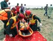 چنیوٹ: ریسکیو1122کے اہلکار سیلابی مشقوں میں مصروف ہیں۔