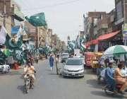 فیصل آباد: امین پور بازار میں یوم آزادی کے سلسلہ میں دکانداروں نے جشن ..