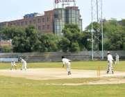 ملتان: ملک صدیق سپر لیگ ٹورنامنٹ کے دوران پائنیئر کرکٹ کلب اور کریسنٹ ..