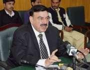 لاہور: وفاقی وزیر ریلوے شیخ رشید احمد پریس کانفرنس کررہے ہیں۔