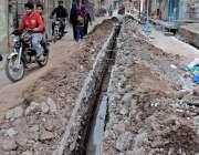 راولپنڈی: کمیٹی چوک کے قریب لاٹو محلہ میں کھدائی کے بعد کام ادھورا چھوڑنے ..