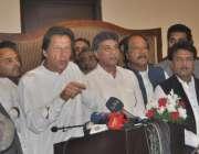لاہور: تحریک انصاف کے چیئرمین عمران خان مقامی ہوٹل میں منعقدہ تقریب ..