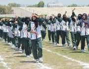 پشاور: انڈر23گیمز میں ٹانک کا دستہ سلامی کے چبوترے سے گزر رہا ہے۔