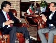 اسلام آباد: جرمنی کے سفیر مارٹن کوبلر تحریک انصاف کے مرکزی سیکرٹری ..