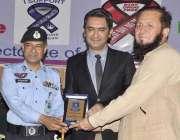 اسلام آباد: آئی جی پولیس اسلام آباد ڈاکٹر سلطان اعظم تیموری پروفیسر ..