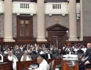 لاہور: قائمقام سپیکر سردار دوست محمد مزاری پنجاب اسمبلی کے اجلاس کی ..