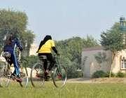 ملتان: گورنمنٹ کالج فار وومن ممتاز آباد اور یونیورسٹی کی طالبات سائیکل ..