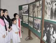 لاہور: نظریہ پاکستان ٹرسٹ کے دورے پر آئے مقامی سکول کے بچے یادگار تصاویر ..