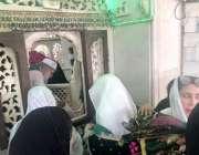 لاہور: وزیراعظم عمران خان کی اہلیہ بشریٰ عمران داتا دربار حاضری دے ..
