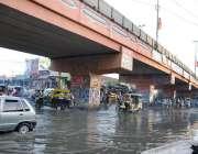 حیدر آباد: خواجہ غریب نواز فلائی اوور چوک میں سیوریج کا پانی انتظامیہ ..