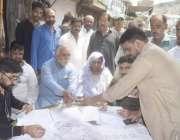 لاہور: عام انتخابات 2018  حلقہ این اے124میں مسلم لیگ(ن) کے کیمپ میں ووٹرز ..