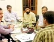 لاہور: ایڈیشنل ڈپٹی کمشنر جنرل لاہور توقیر حیدر کاظمی معذور افراد ک ..