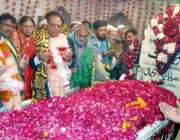لاہور: صوبائی وزیر اوقاف پیر سید سعیدالحسن اور سیکرٹری ذوالفقار احمدگھمن ..