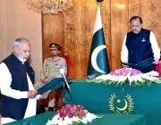 اسلام آباد: صدر مملکت ممنون حسین ایوان صدر میں بیرسٹر عثمان ابراہیم ..