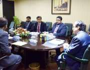 لاہور: قومی احتساب بیورو کے چیئرمین جسٹس (ر) جاوید اقبال نیب لاہور آفس ..