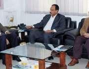 فیصل آباد: بین الصوبائی رابطہ کے ایڈیشنل سیکرٹری چوہدری اشرف اور وزیراعظم ..
