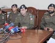 لاہور: ایس پی سی آئی اے سید ندیم عباس پریس کانفرنس کر رہے ہیں۔