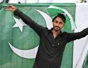 راو لپنڈی:14اگست کے حوالے سے تیاریوں میں مصروف شہری پاکستانی پرچم خرید ..