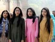 لاہور: سیکرڈ ہارٹ کتھیڈرل چرچ میں نئے سال کی آمد پر منعقدہ خصوصی دعائیہ ..