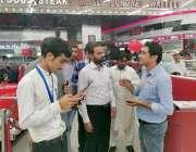لاہور: چیئرمین پرائس کنٹرول کمیٹی میاں عثمان جوہر ٹاؤن میں واقع ایک ..