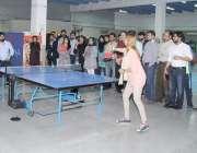 لاہور: ڈیسکون کے زیر اہتمام منعقدہ سپورٹس گالا میں کھلاڑی ٹیبل ٹینس ..