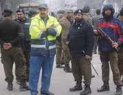 لاہور: لاہور ہائیکورٹ میں عدالتی ملازمین کے احتجاج کے موقع پر پولیس ..