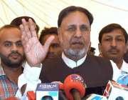 لاہور: رہنما پاکستان تحریک انصاف محمد الرشید پنجاب اسمبلی کے احاطے ..