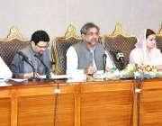 اسلام آباد: وزیراعظم شاہد خاقان عباسی پریس کانفرنس سے خطاب کر رہے ہیں۔