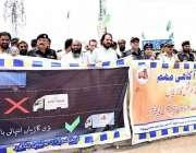 پشاور: ایس ایس پی ٹریفک یاسر آفریدی کمرشل گاڑیوں بارے آگاہی واک کی قیادت ..