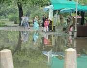 لاہور: شہر میں موسلا دھار بارش کے بعد باغ جناح میں پانی جمع ہے۔