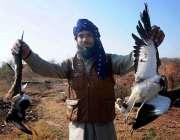 اسلام آباد: شکاری بنی گالا جنگل میں پرندوں کا شکار کر رہے ہیں۔
